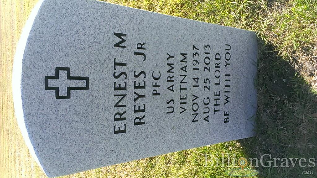 Headstone image of Ernest M Reyes