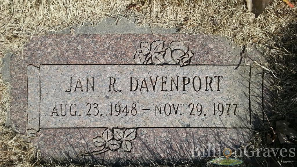 Headstone image of Jan R. Davenport
