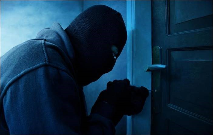 Profile of a robber breaking into a house