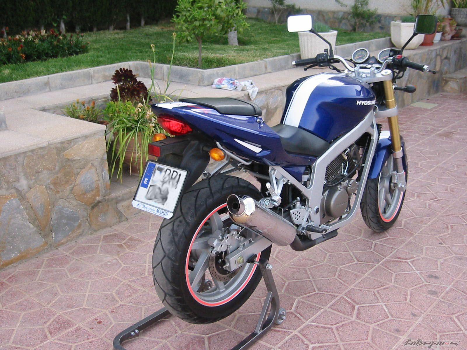 2007 Hyosung GT 250 Naked / GT 250 Comet - Moto.ZombDrive.COM