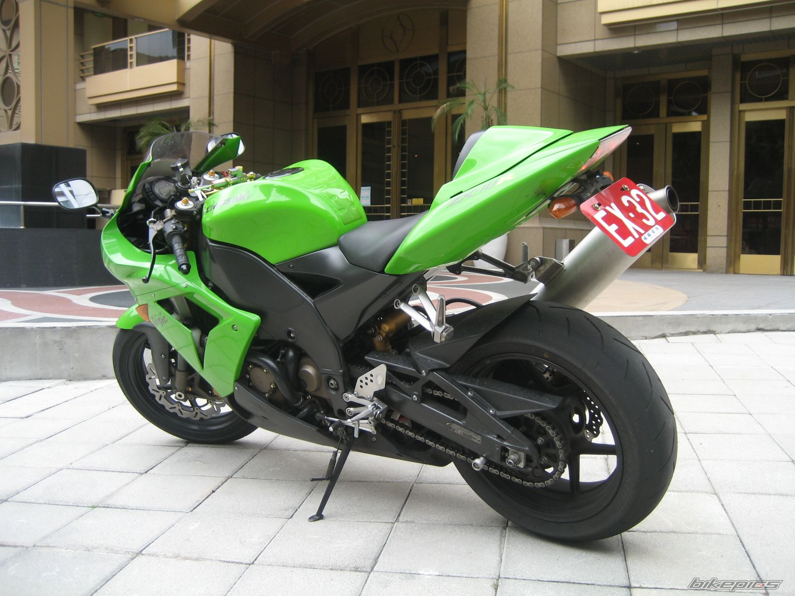2004 KAWASAKI ZX 10R | Picture 1775494 motorcycle photo