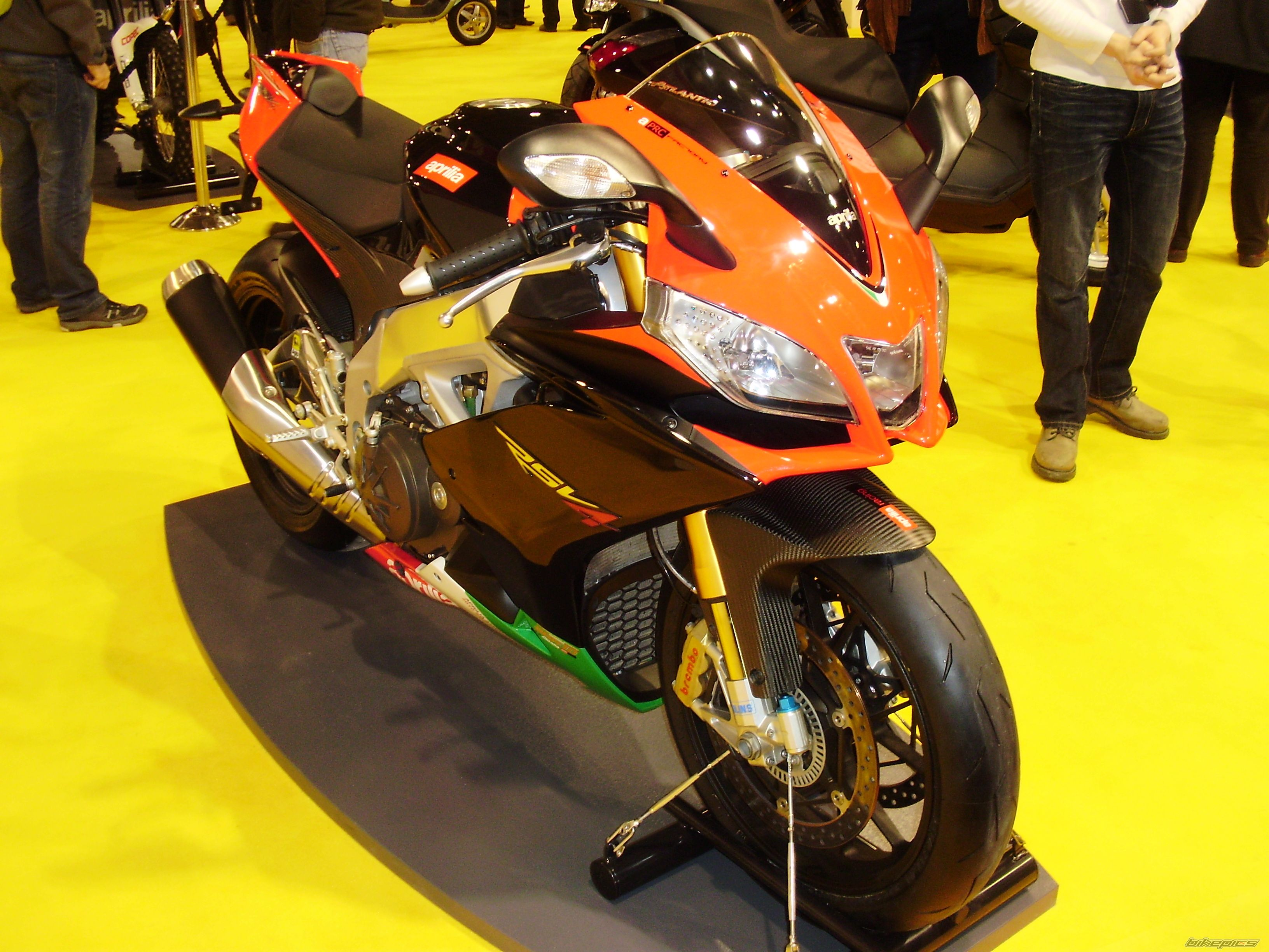 2011 APRILIA RSV4 | Picture 2147918 motorcycle photo