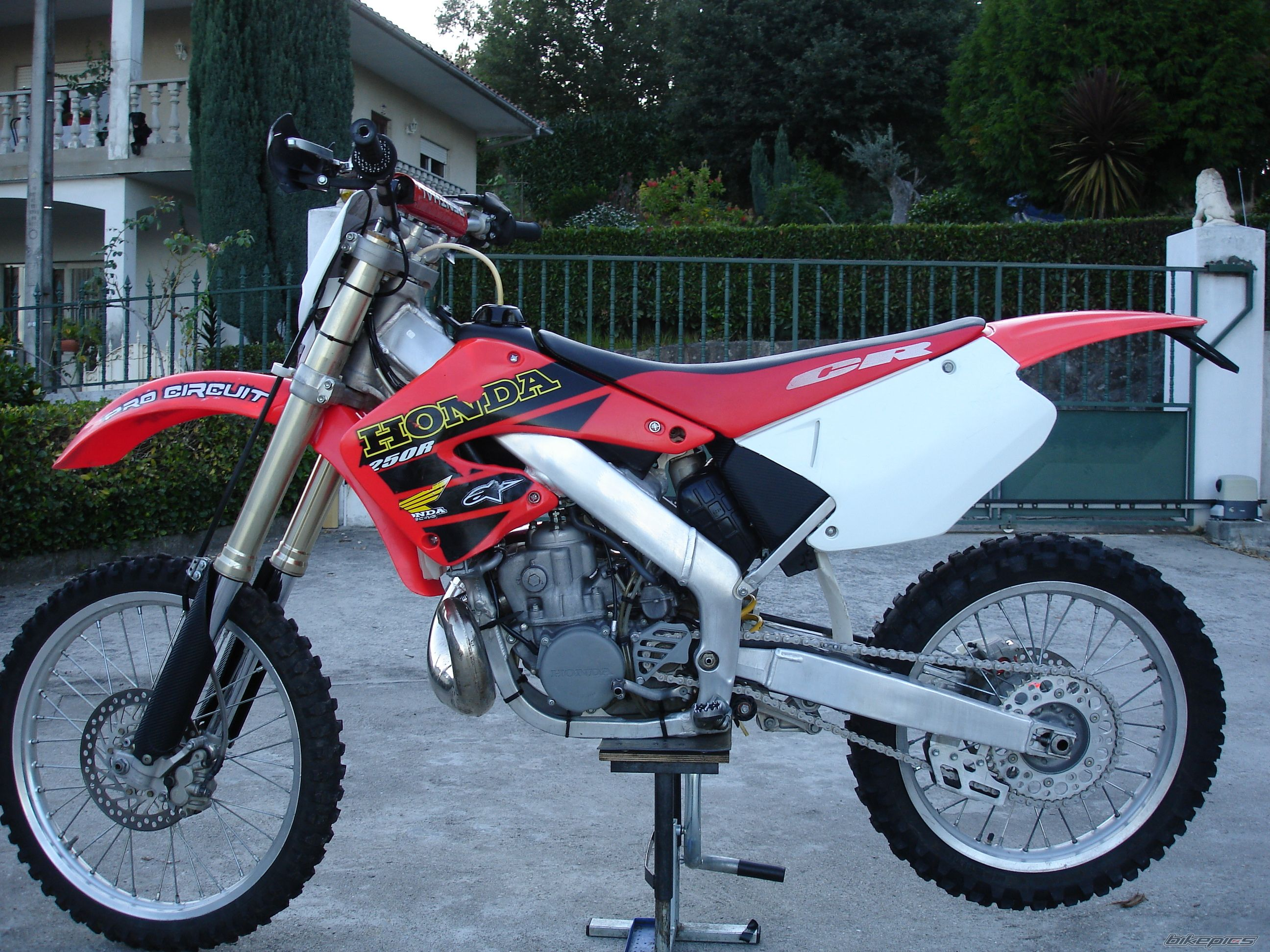 2001 HONDA CR 250 | Picture 2291732 motorcycle photo