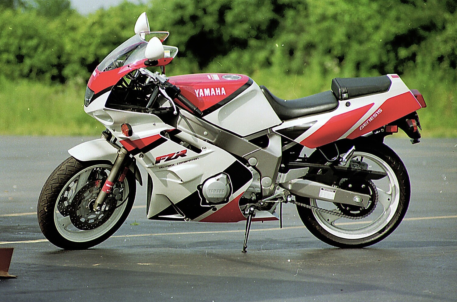 1992 YAMAHA FZR 600 | Picture 2820676 motorcycle photo