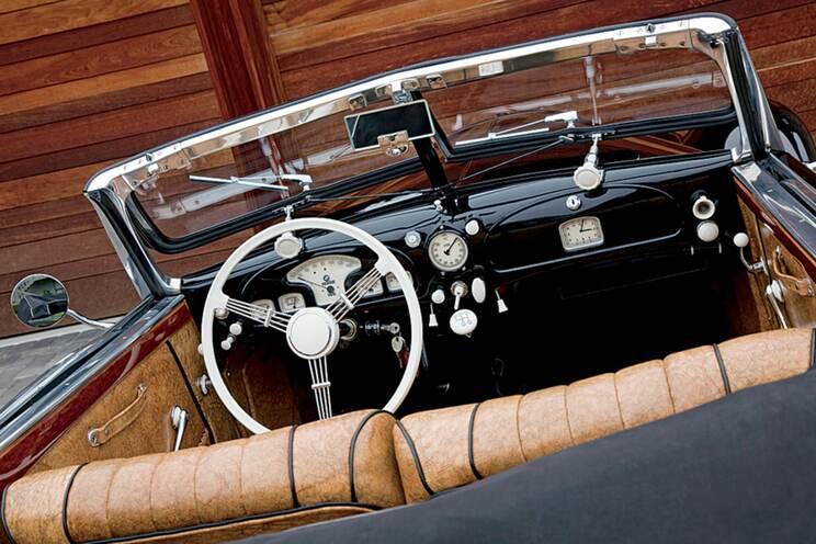 Black tie cabriolet 2