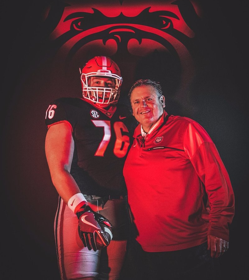 Harry Miller (left) with Georiga Offensive Line Coach Sam Pittman (right) on visit to UGA. (Photo from Harry Miller / Twitter)