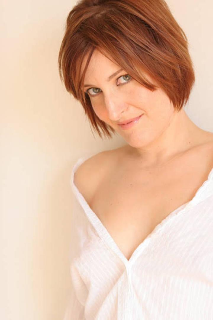 Laura Vecchione Tour Dates