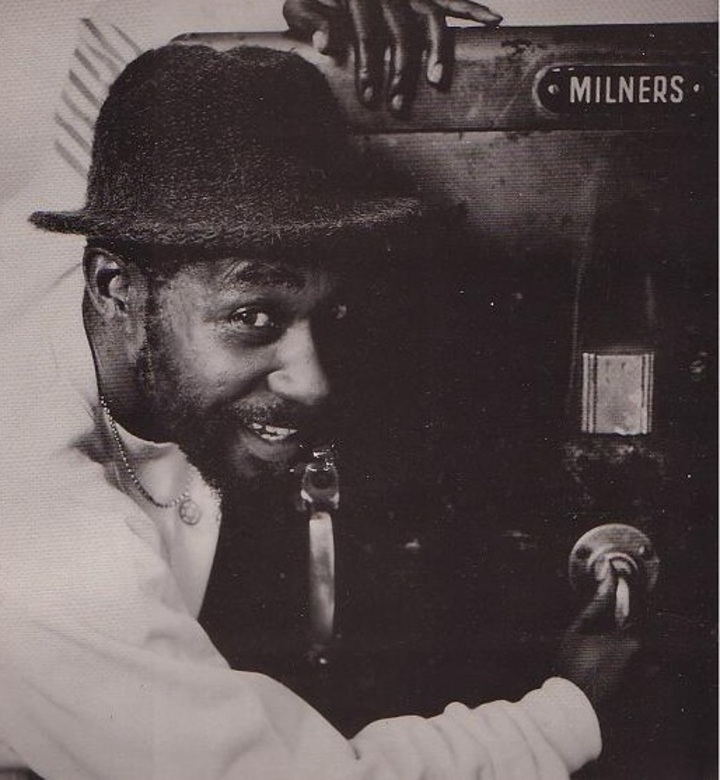Earl Sixteen - Jah Messingers
