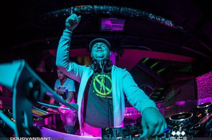 DJ Robert Fairbairn @ THE FEDERAL LOUNGE - Washington, DC