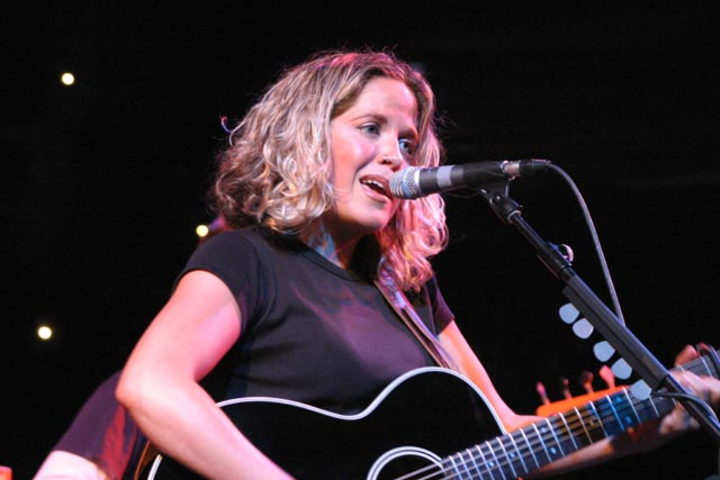 Amy Wadge Tour Dates