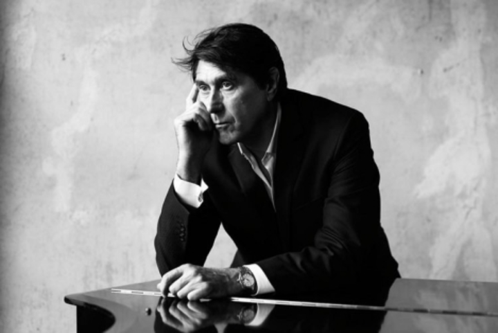 Bryan Ferry @ LA GRANDE HALLE DE LA VILLETTE - Paris, France