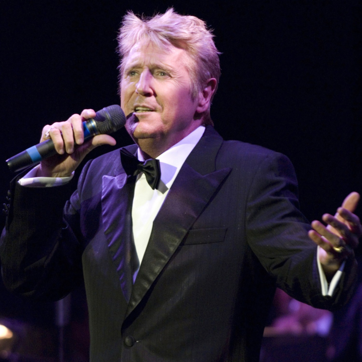 Joe Longthorne @ Viva - Blackpool, United Kingdom