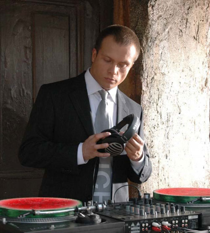 DJ Groove Tour Dates
