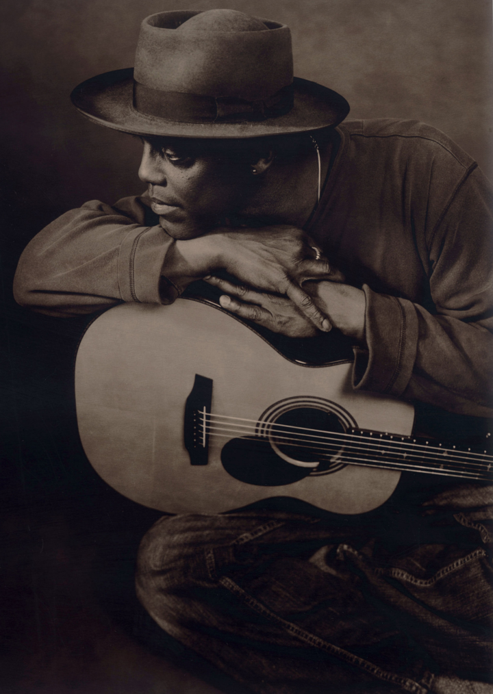 Eric Bibb @ CAP CINEMA - Rodez, France