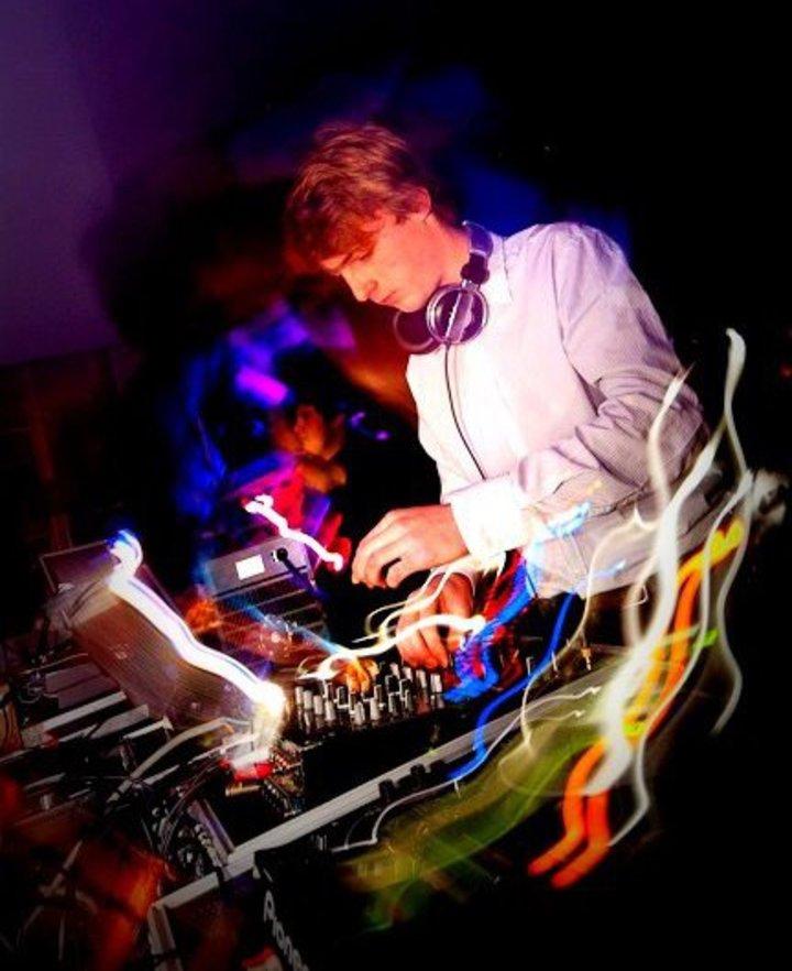 DJ MOEKIE Tour Dates