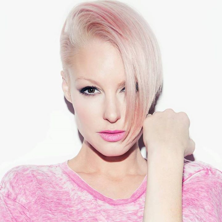 Emma Hewitt Tour Dates