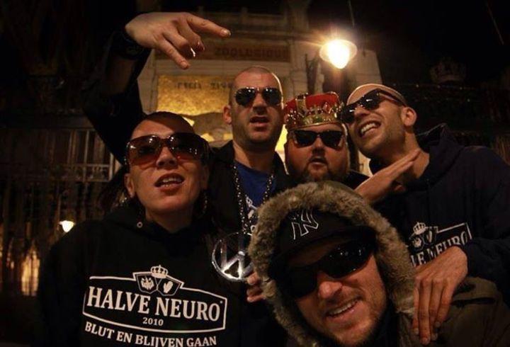 Halve neuro Tour Dates