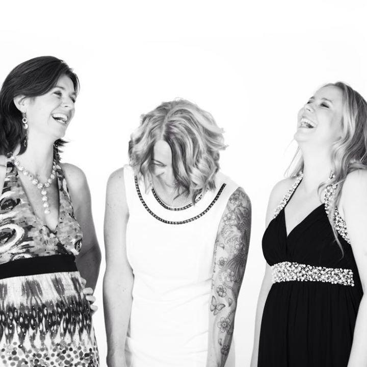 3 damer 3 stemmer Tour Dates