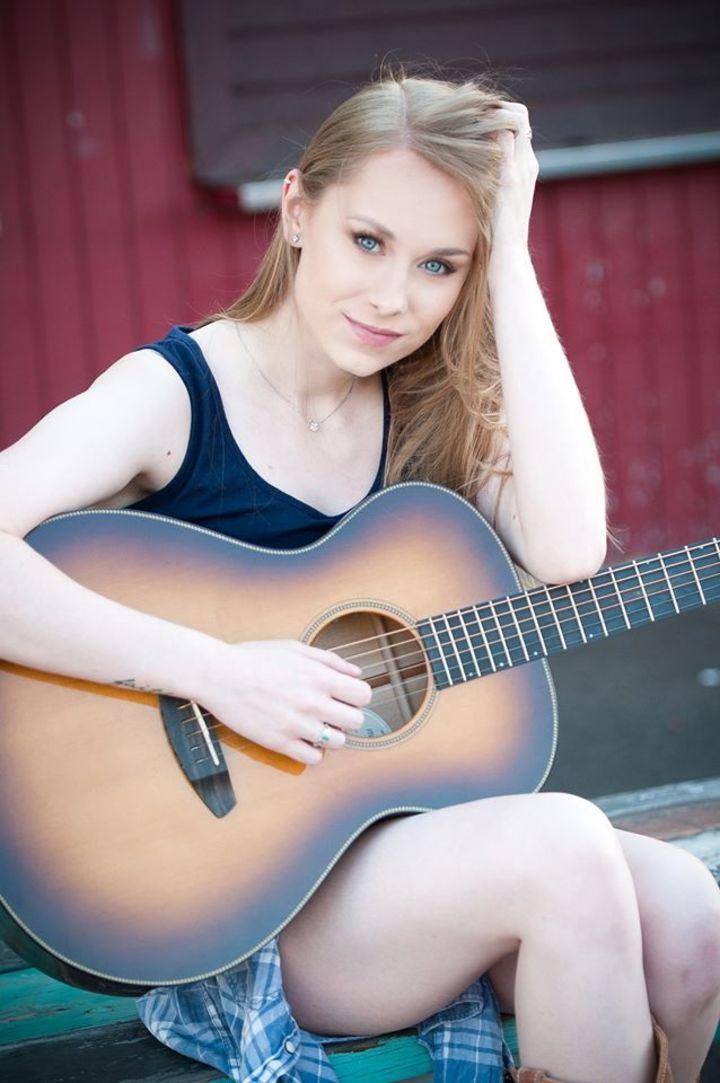 Alyssa Trahan @ Commodore Grille - Nashville, TN