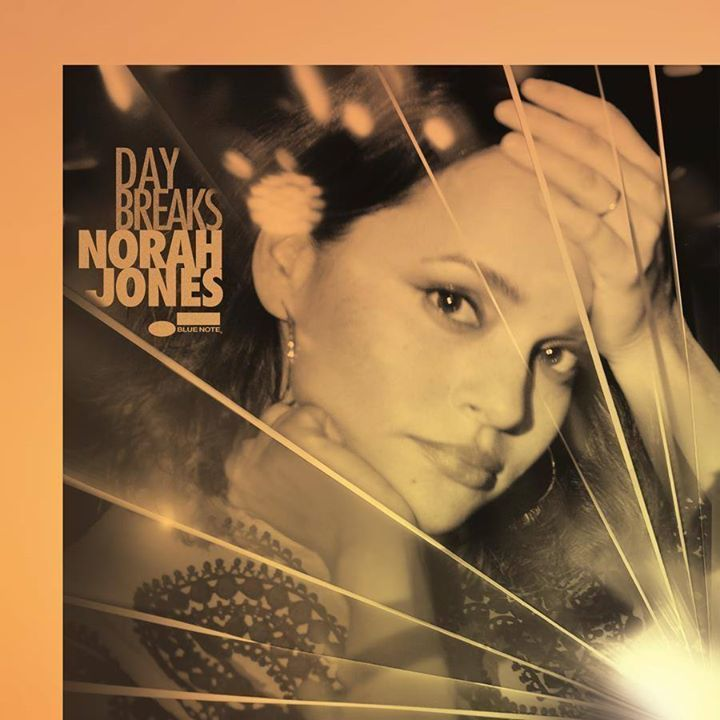 Norah Jones @ San Palace Hall - Fukuoka, Japan