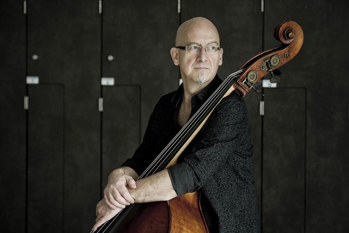 Yves Rousseau @ (sideman) THEATRE DE L'ARSENAL - L'opéra de quat'sous - Val-De-Reuil, France