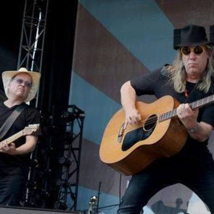 Violent Femmes Tour Dates