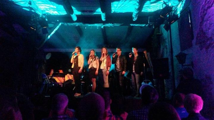 Marjolein: Zangeres & Vocal coach @ Kerstconcert Quintella Ism Fanfare Holthees / Smakt - Smakt, Netherlands