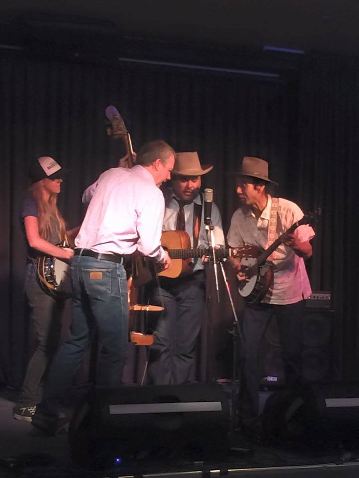 Banjo player Montz Matsumoto @ Mountain Mumma - Sheffield, Australia