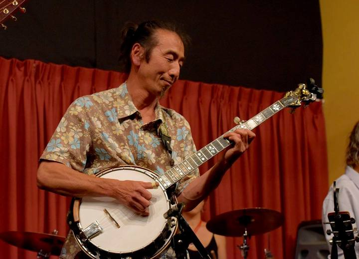 Banjo player Montz Matsumoto @ The Gasoline Pony - Marrickville, Australia