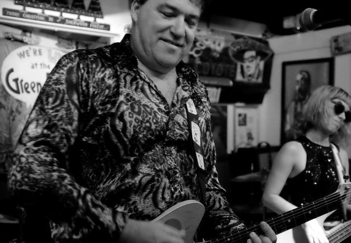 Red Elvises @ FAQ-Cafe  - Moscow, Russian Federation