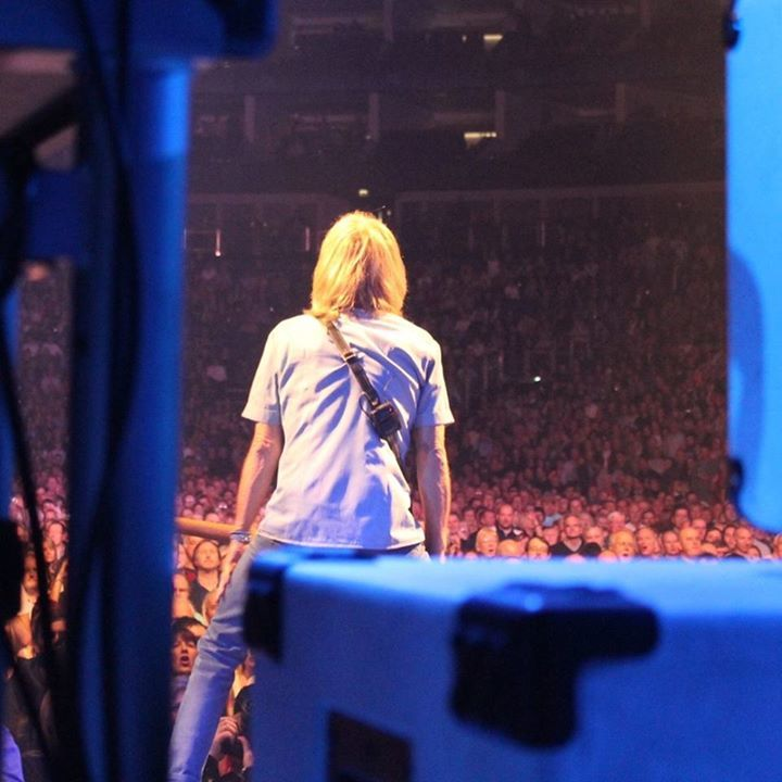 Leon Cave Music @ First Direct Arena w/ Status Quo - Leeds, United Kingdom
