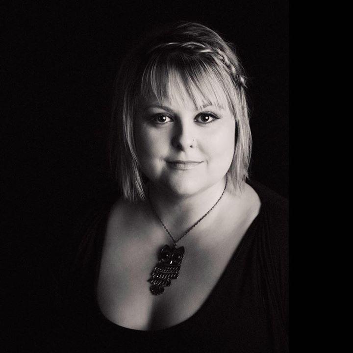 Lyn Bowtell @ Lizottes - Lambton, Australia