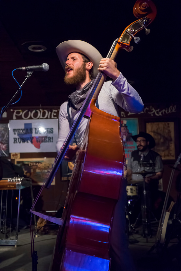 Jomo & The Possum Posse @ Poodies - Spicewood, TX