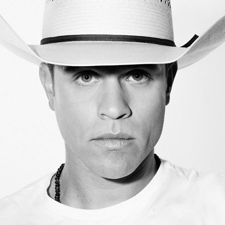 Dustin Lynch @ Mohegan Sun Arena - Uncasville, CT