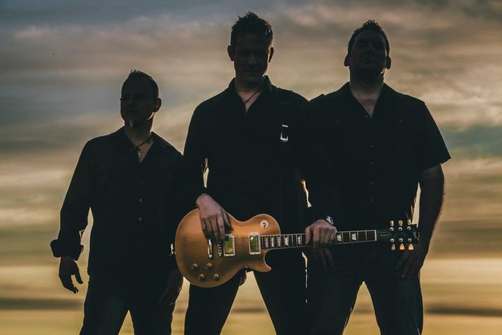 Jon Bos Band @ Edgewater Pub - Peachland, Canada
