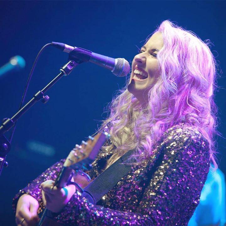 Eliza Smiles Tour Dates