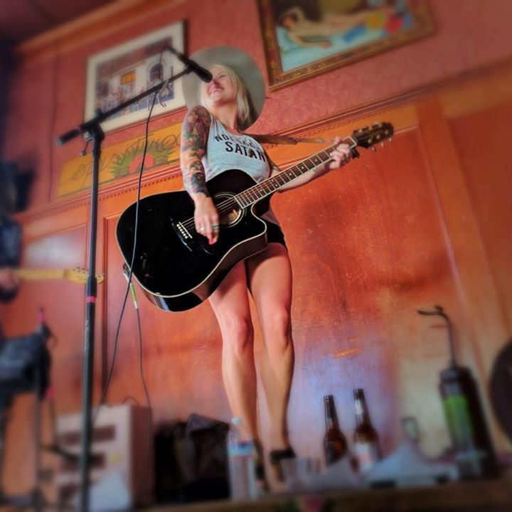 Darci Carlson @ Banks Street Bar - New Orleans, LA