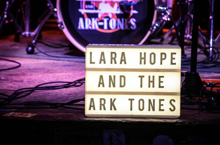 Lara Hope & The Ark-Tones @ Wonderland - Richmond, VA