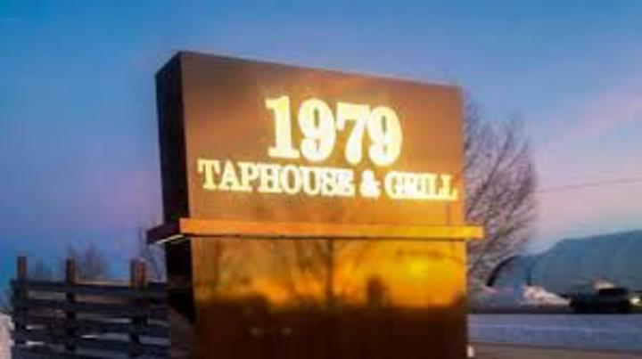 Two Bad Apples @ 1979 Taphouse & Grill - Wainwright, Canada