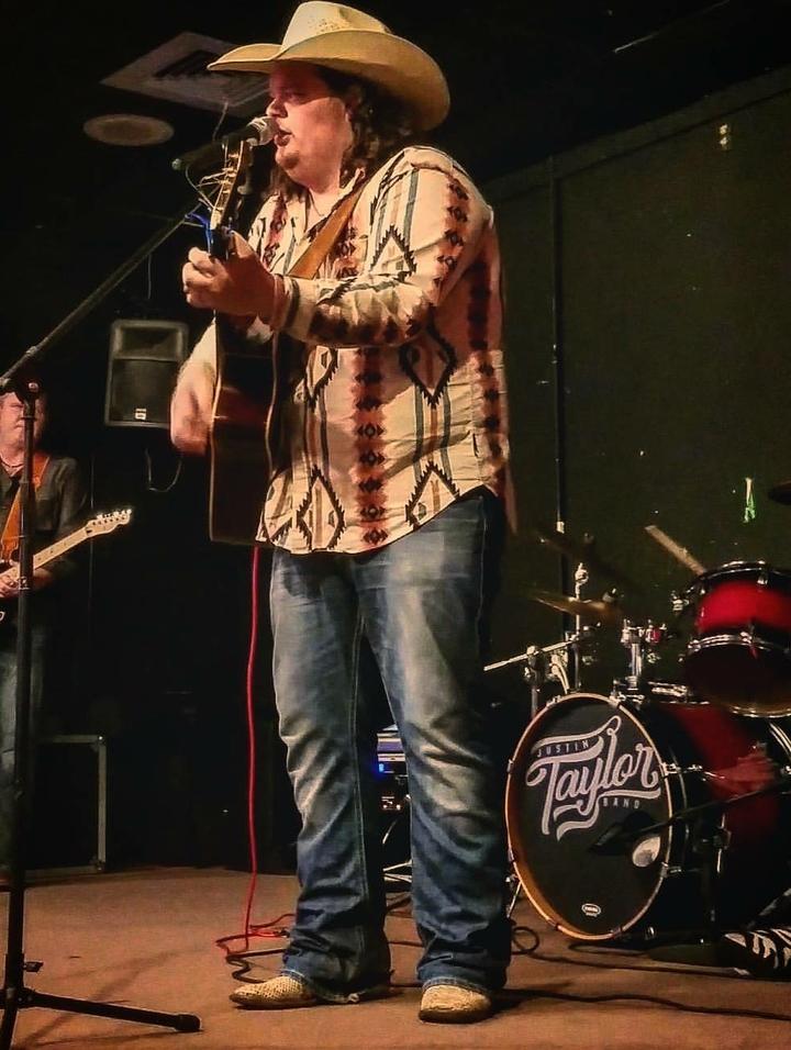 Chase Richburg @ Neon Moon  - Bay City, TX