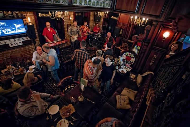 Red Elvises @ Britannia Pub - Yekaterinburg, Russian Federation