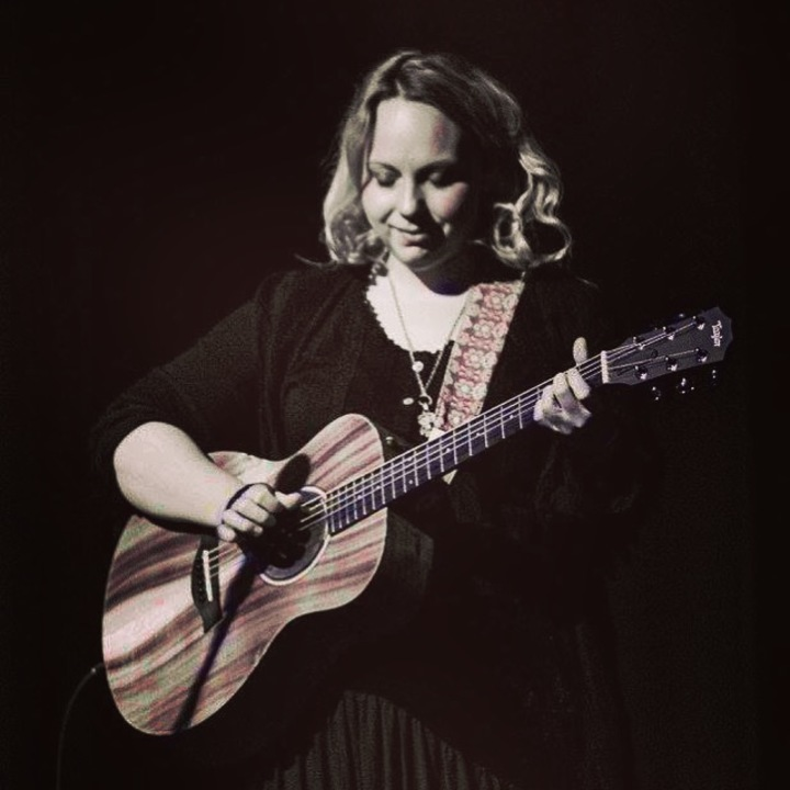 Chantel McGregor @ Moon On The Water - Solo Acoustic - Cleethorpes, United Kingdom
