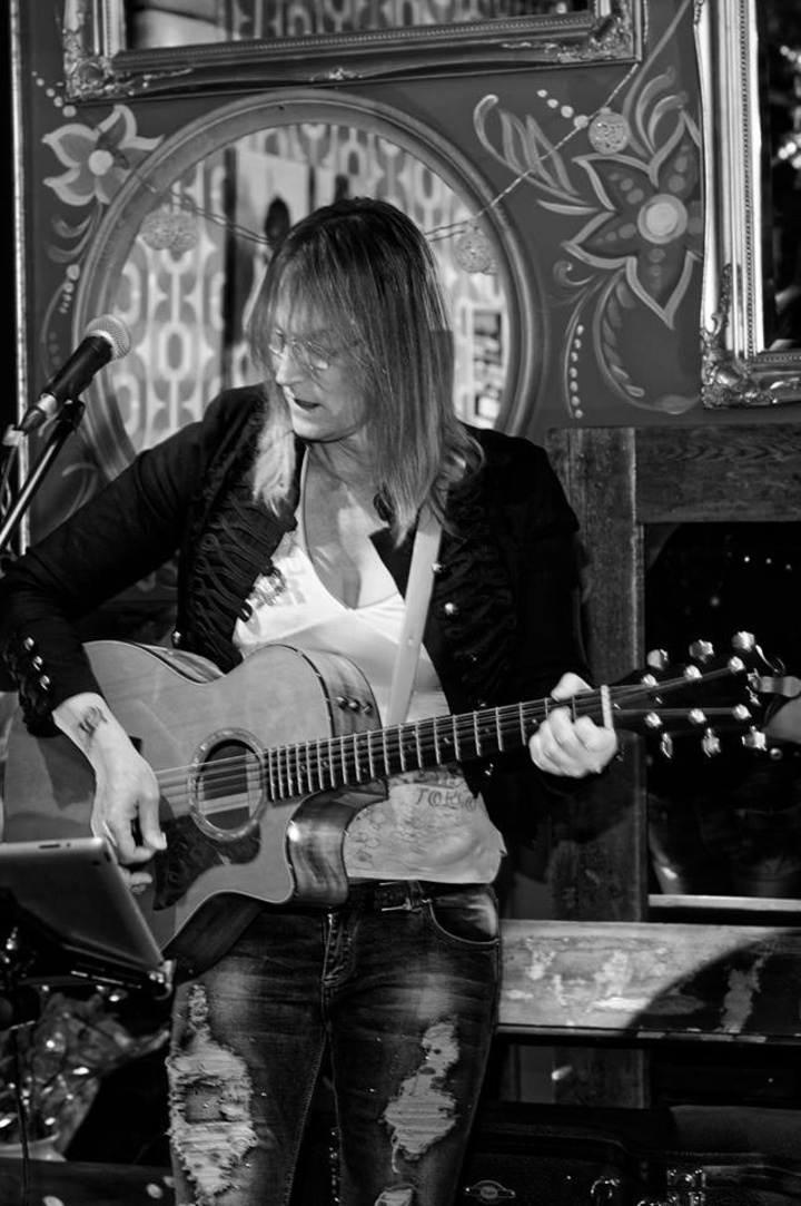 Becky Phillips @ Brown Bear - Braughing, United Kingdom