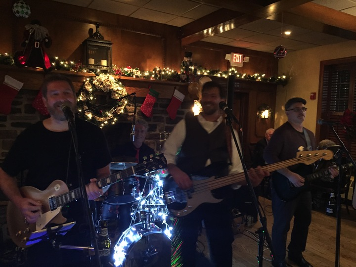 Barefoot Bobby and the Breakers @ Plumsteadville Inn 8pm-12am (Full Band) - Pipersville, PA