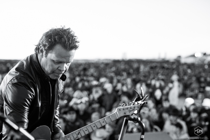 Troy Cassar-Daley @ Young Services Club - Young, Australia