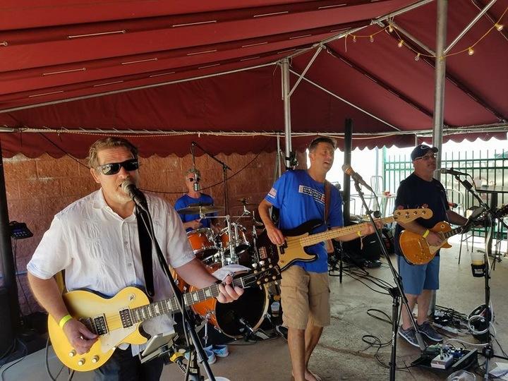 Barefoot Bobby and the Breakers @ Curran's Irish Inn 8pm-12am (Full Band) - Palmyra, NJ
