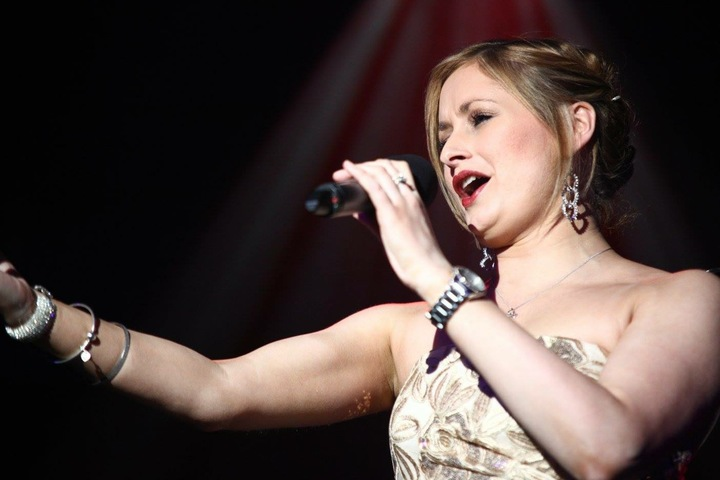 Lizzie Curwen - Singer of the Lakes @ Pine Lake Diamond Resort - Carnforth, United Kingdom
