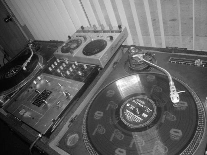 DJ Laggz @ La Suavecita 107.1 FM - Los Angeles, CA