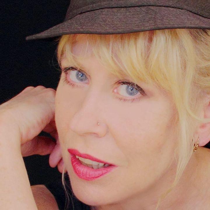 Hazel O'Connor @ Robin 2 - Bilston, United Kingdom