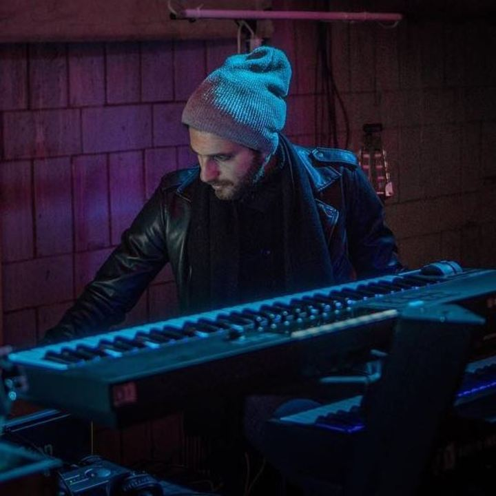 Sebastián Pecznik: Guitarrista, Compositor y Arreglador Tour Dates